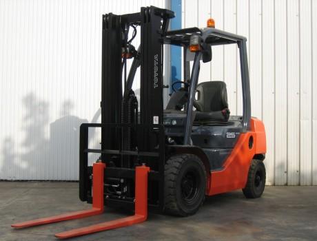 Carretilla Diesel Industrial TOYOTA 52-8FD25
