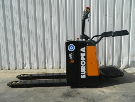 Transpalet Electrico con plataforma MB FORKLIFT EPT20-20RA