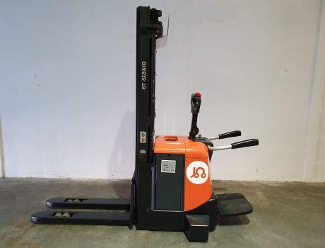 Apilador Electrico conductor a pie BT SPE125