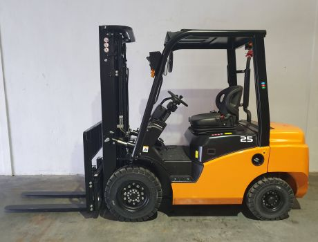 Carretilla Elevadora Diesel MB FORKLIFT CPCD25T8-S4S
