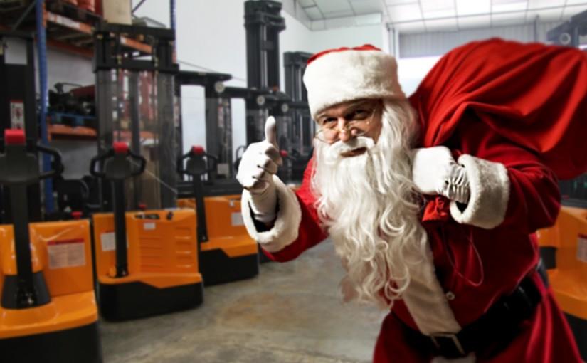 El almacén de Papá Noel se refuerza con las máquinas de Europea de Carretillas