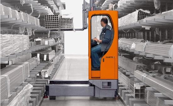 Gana hasta un 50% de espacio en tu almacén con Hubtex, las carretillas de carga lateral