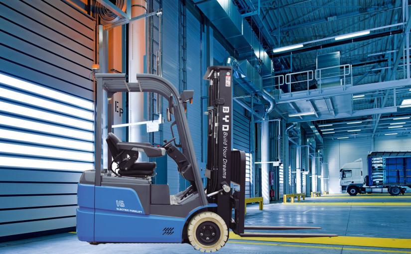 Carretilla BYD ECB16C y ECB18C tres ruedas: maniobrabilidad y eficiencia para el día a día