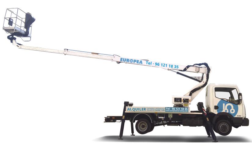 Novedad alquiler Europea de Carretillas: plataforma sobre camión con brazo telescópico